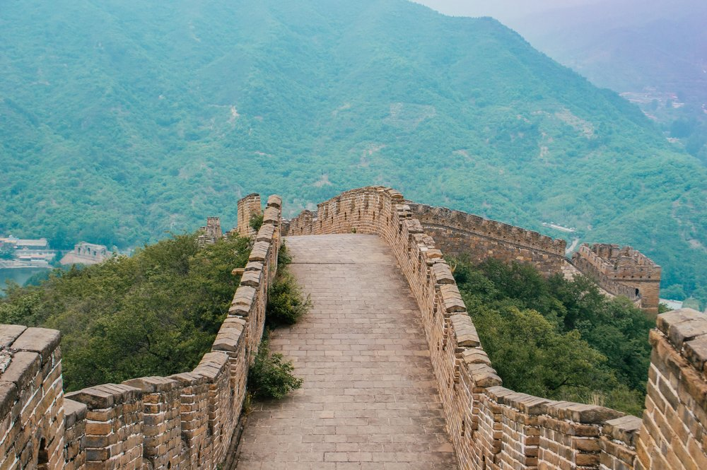 great wall of china stretching over a hill