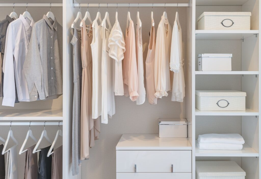 tips for how to create a minimalist capsule wardrobe